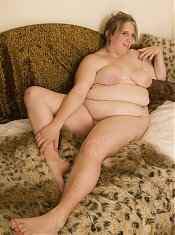 Big blond housewive showing her fat body