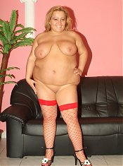 Hefty blonde Agnes flashes her boobies and takes a cock deep into her dripping snatch live