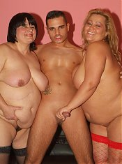 Explicit threesome with BBW Leslie and Agnes taking turns in having their cunts plugged